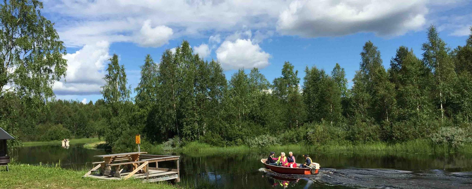 Boat trip on Risån in Innansjön